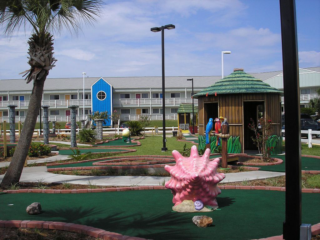 mini-golf area