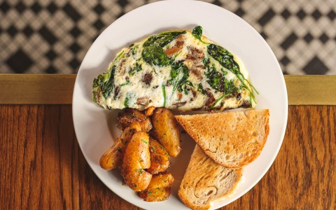 Spinach omelette with breakfast potatoes and toast