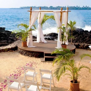 royal wedding kona beach venue with roses leading