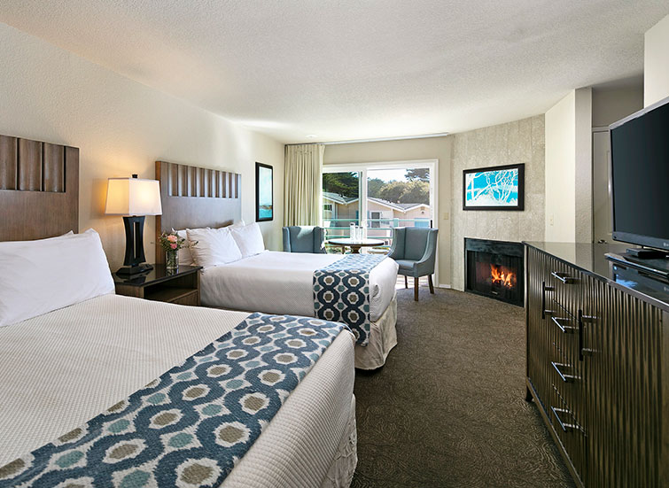 Hotel room with 2 beds and fireplace
