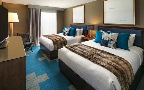 Hotel room with 2 beds with blue decorative details