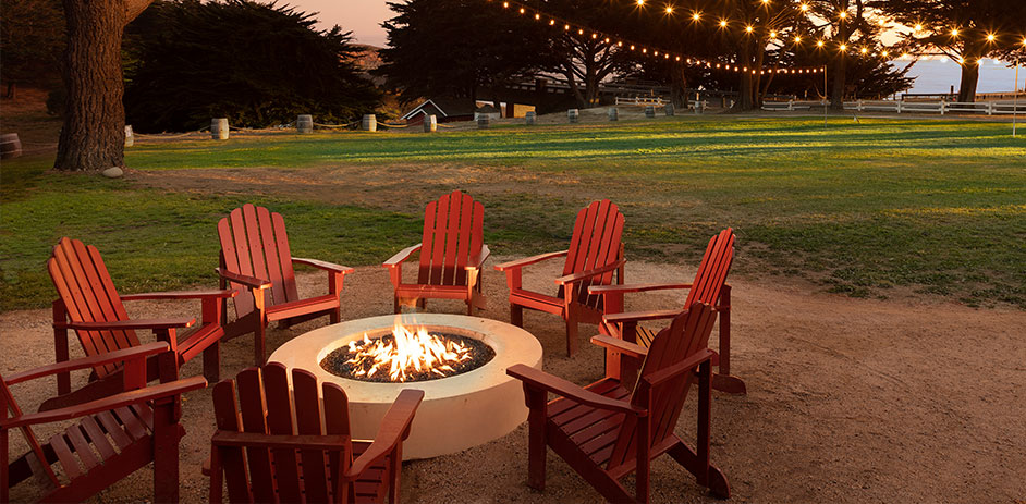 firepit with red patio chairs