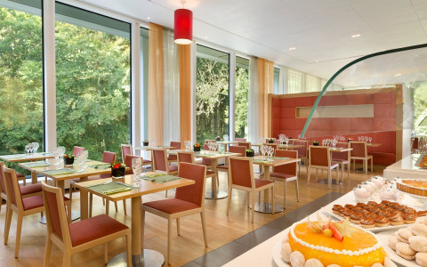 Dining Restaurant Tables Pie Taart Forest View Vue Foret Bosuitzicht Dolce la Hulpe Brussels