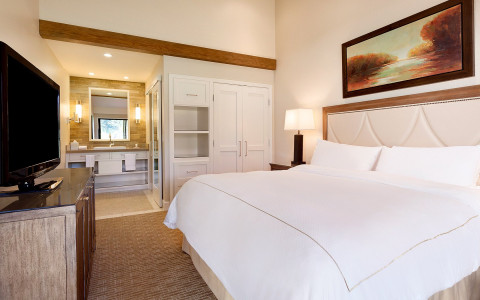 Each of our 439 condo-style suites feature luxury amenities, designed to maximize your comfort.