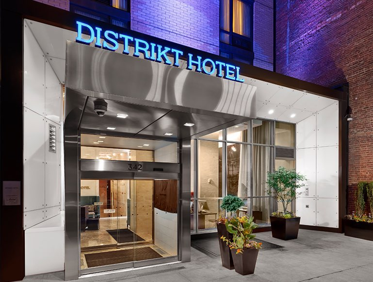Distrikt Hotel entrance