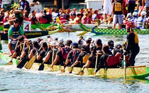 san francisco dragon racing. Crewer's rowing in authentic dragon boat