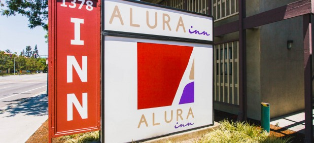 Alura Inn sign from street.