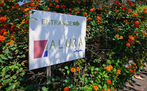 alura inn entrance sign