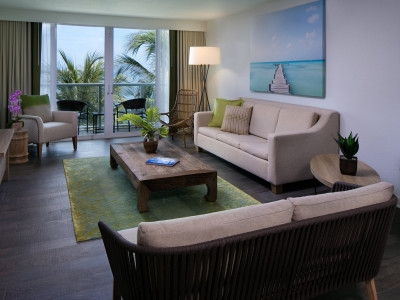 amara cay executive suit living room