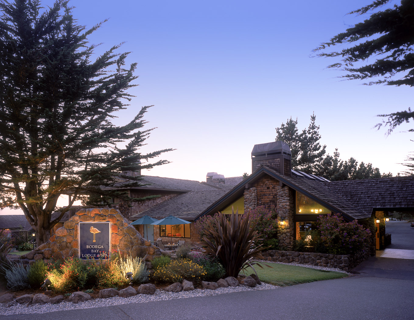 Welcome to Marin Lodge. Welcome to Marin Lodge where you receive hotel comfort at motel prices, all within 12 miles of San Francisco, and just 21 miles south of Wine Country.