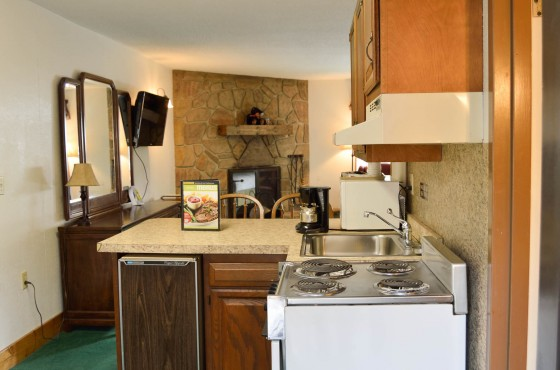 Room with small kitchen that has main appliances