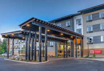 Exterior street view of Best Western Peppertree Premier Bend hotel