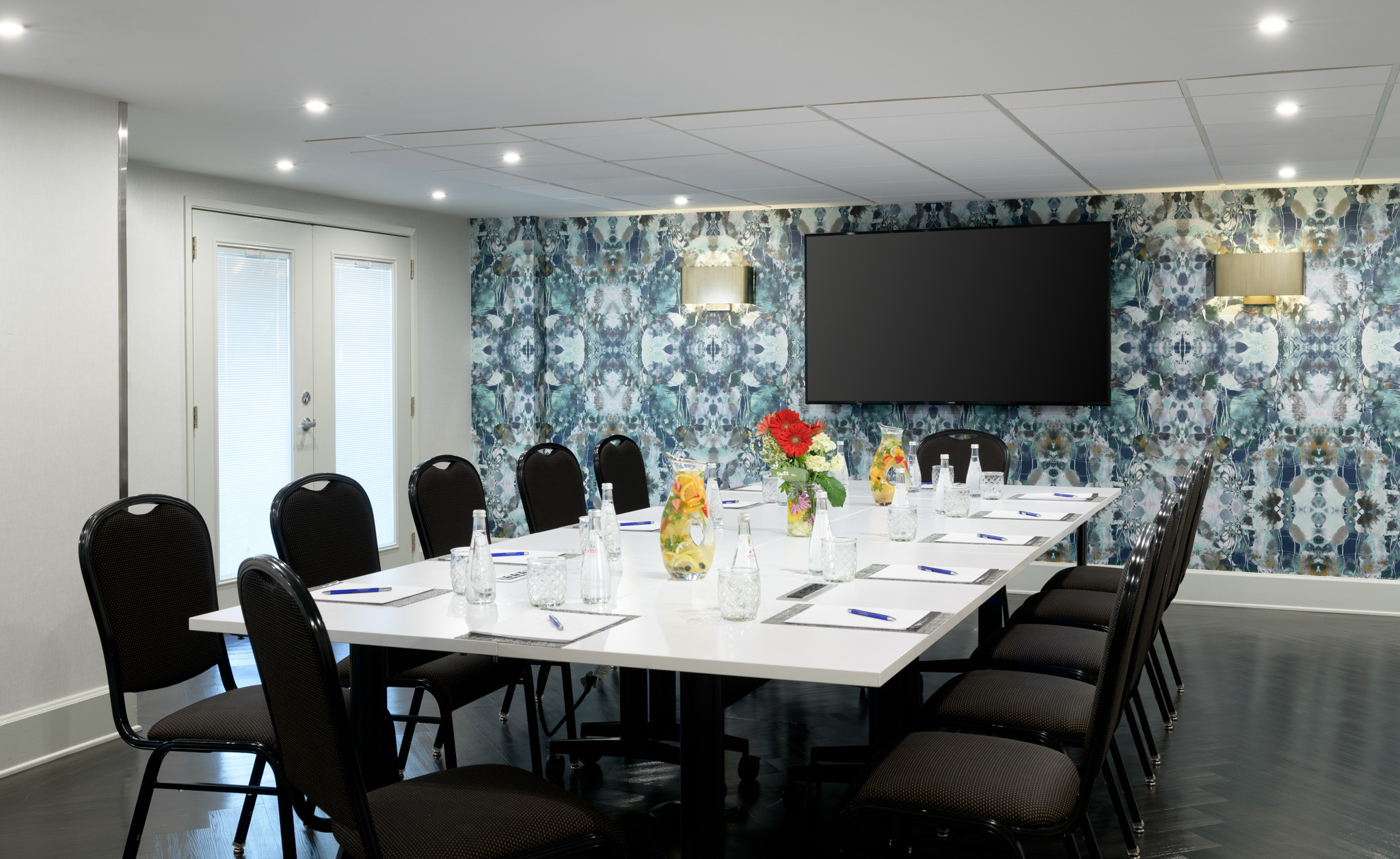 bring your meeting to Chamberlain with our functional and stylish meeting room.