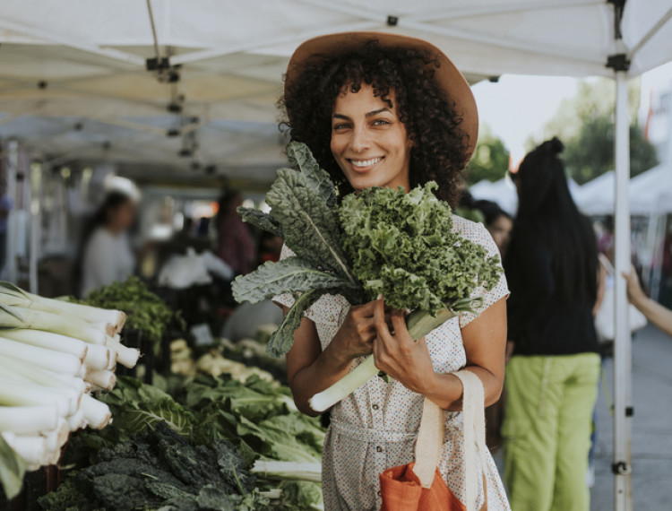 woman at farmers market