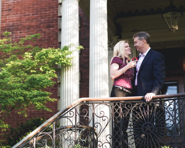 couple standing on the steps of Wentworth Mansion
