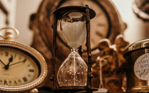 Clock and Hourglass Antinques