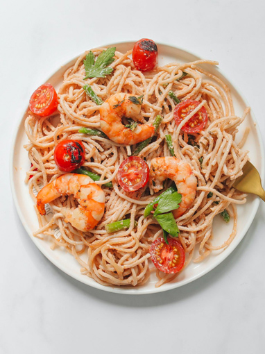 shrimp and spaghetti pasta with tomatoes