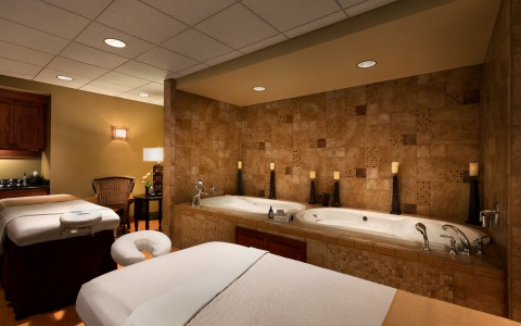 Spa with beds and bath tubs