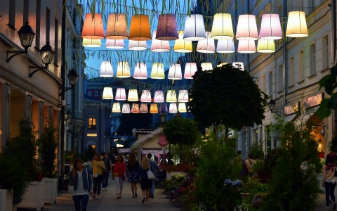 shoppers lights outdoors.jpg.crdownload
