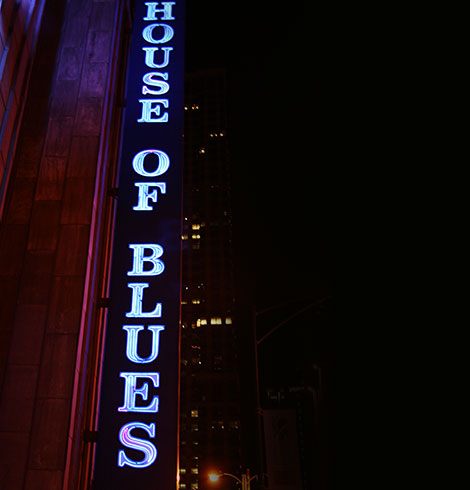 Neon sign that says House of Blues
