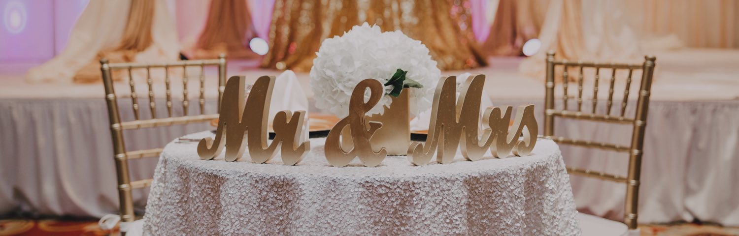 wedding cake topper with Mr and Mrs