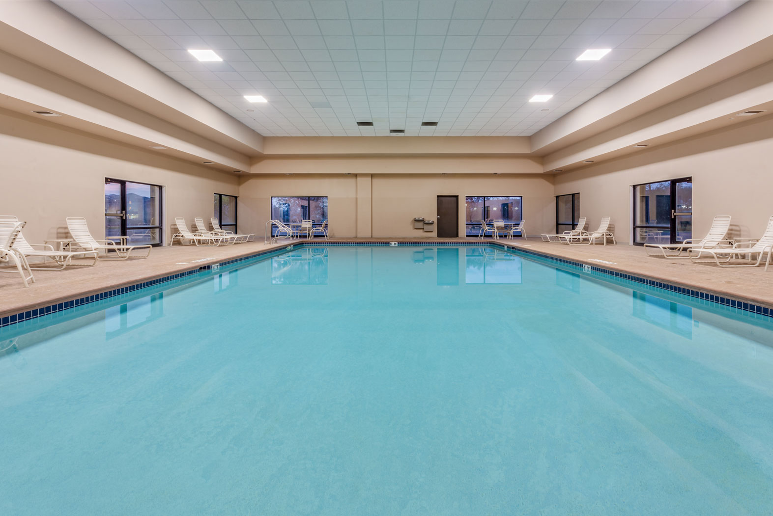 crowne plaza milwaukee indoor pool