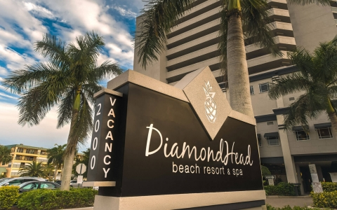 DiamondHead sign at parking lot entrance