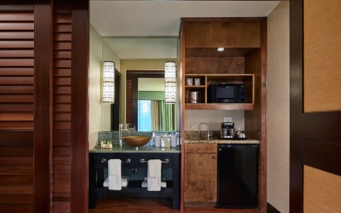 Doubletree By Hilton Orlando Seaworld guest room bathroom with sink and kitchenette