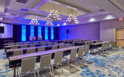 classroom set up of a ballroom at Doubletree By Hilton Orlando Seaworld