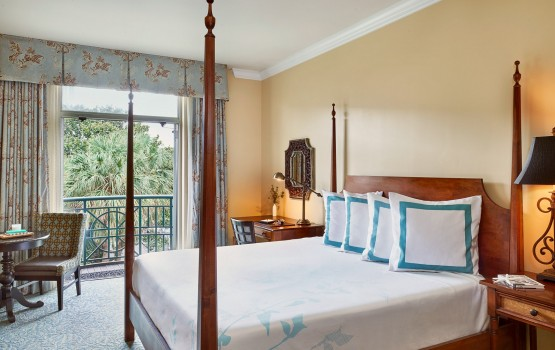 Parkside Room with queen bed and view