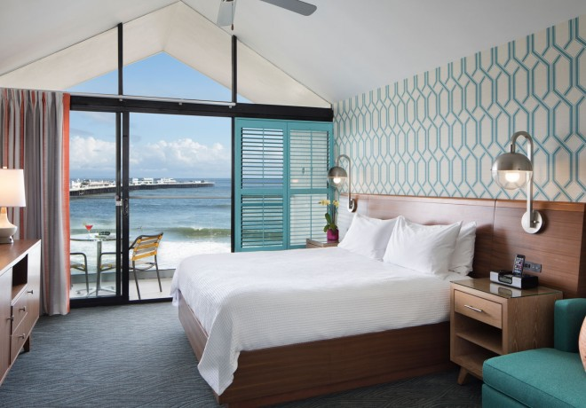 king oceanview room, retro-chic decor
