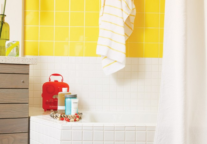 Dream Inn guest bathroom with white and yellow tiles and bathroom amenities