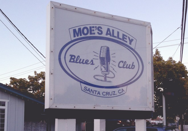 Moes Alley Blues Club in Santa Cruz signage