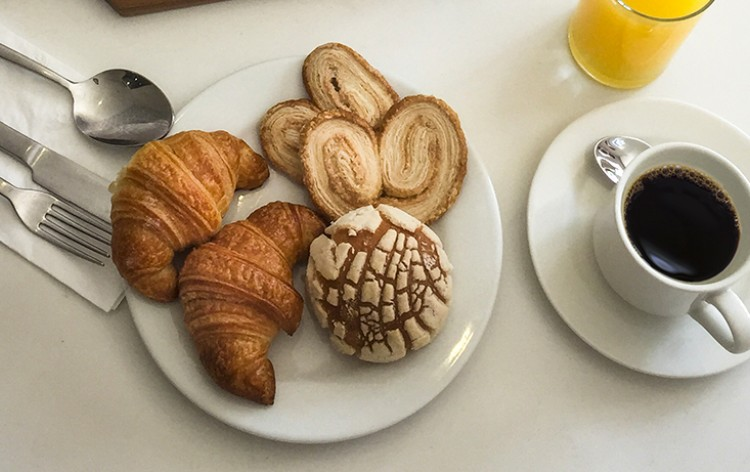 Free Continental Breakfast  Inset