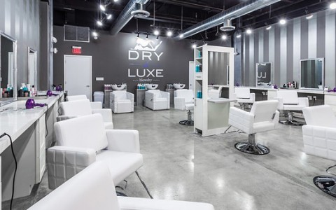 Ready to go out? Check out these hair salons!