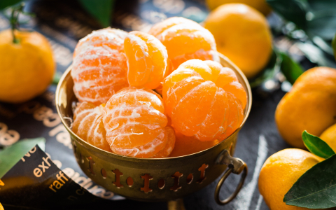 Peeled oranges in a bowl