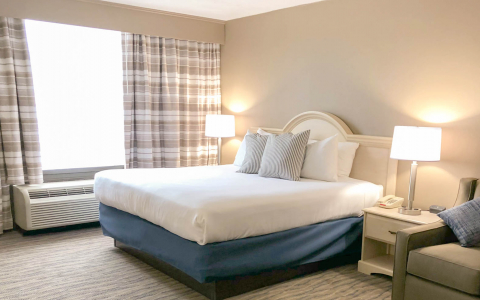 Fenwick Inn renovated King bed suite