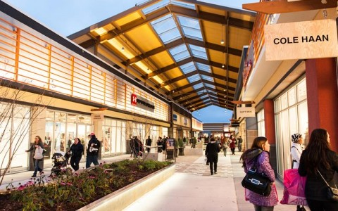 Tanger Outlets promenade