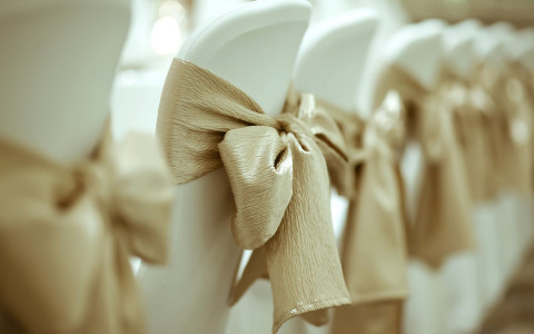 white chairs with gold bows