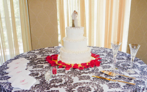 The Palm Room, table with wedding cake