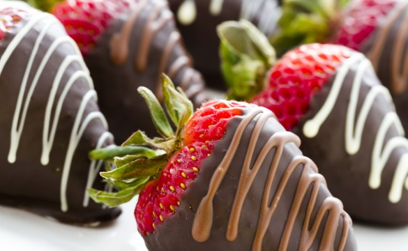 chocolate strawberries_addon shutterstock_143954146