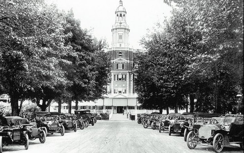 garden city hotel in 1911 with vintage cars