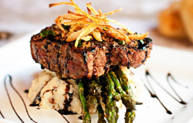Steak, asparagus and mashed potato