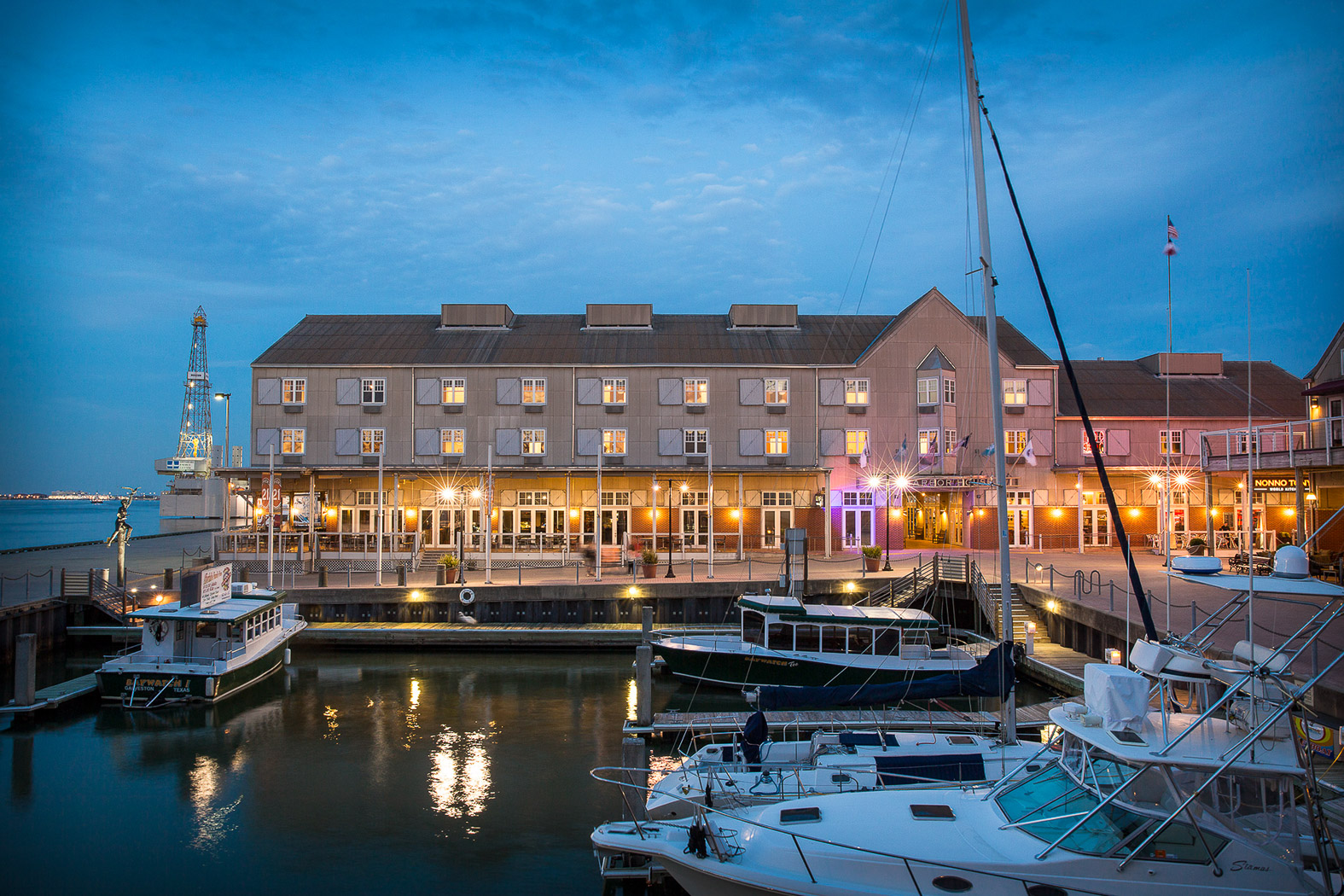 Galveston Hotels | Harbor House Hotel & Marina at Pier 21