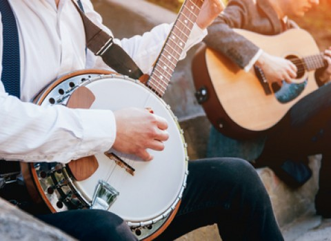 musicians playing banjo and guitar