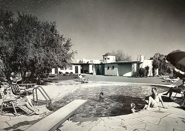 inset-black and white shot of Hermosa pool area
