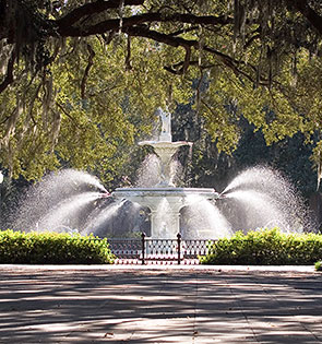 forsyth park fountain aggressively spraying water