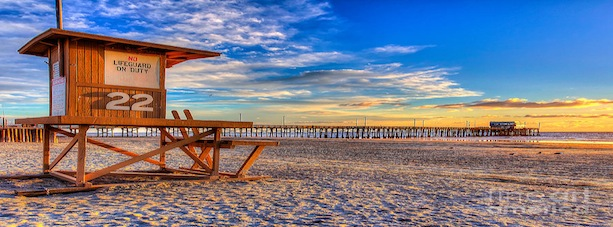 newport beach pier & lifeguard shack