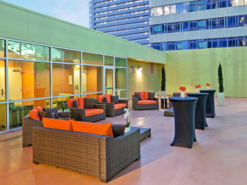 Holiday Inn Tulsa Patio and Terrace