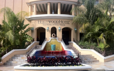 Hollywood Hotel entrance with water fountain